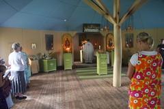 Leiriläiset rukoilemassa