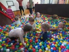 Lapset pallomeressä