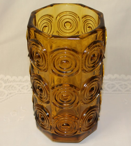 Upea lasimaljakko, design Tamara Aladin, Riihimäen Lasi , vihreä/kirkas lasi, halkaisija n. 6,5 cm, korkeus n. 22 cm, ehjä, ostaessasi kerralla useamman säästät toimituskuluissa.