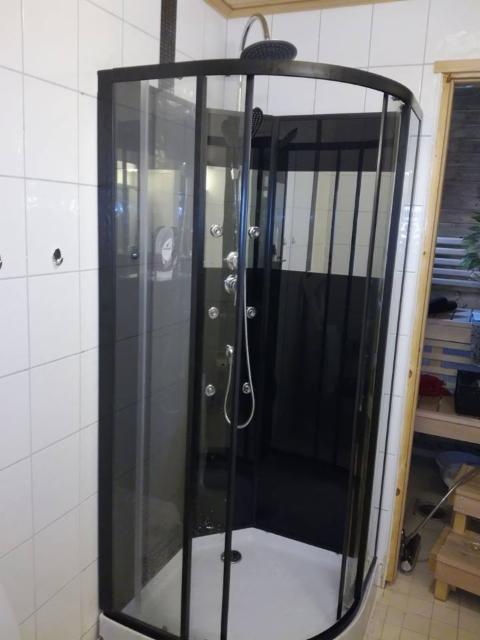 suihkukaappi_asennettuna