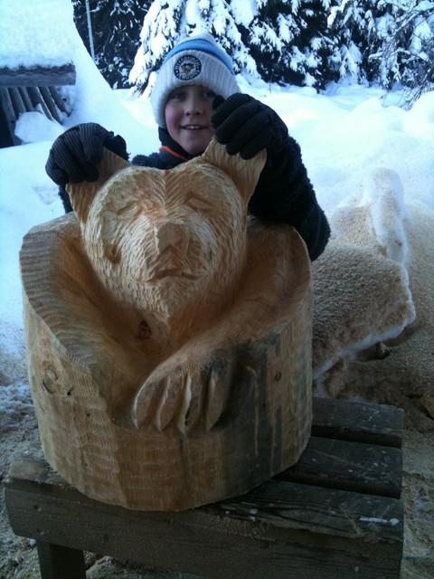 Karhu heräilee talviuniltansa:},