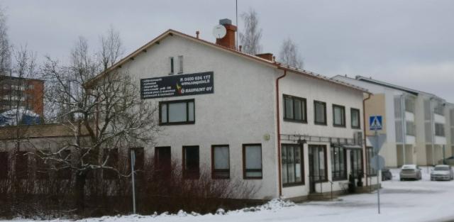 Raupaintin verstas ja varastotilat. 2010 katto uusittu konesaumapeltikatoksi.