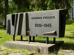 hautausmaa sankarihaudan muistomerkki