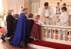 jari_jolkkonen_vihittii_piispaksi_6.5.2012_perhe_ehtoollisella