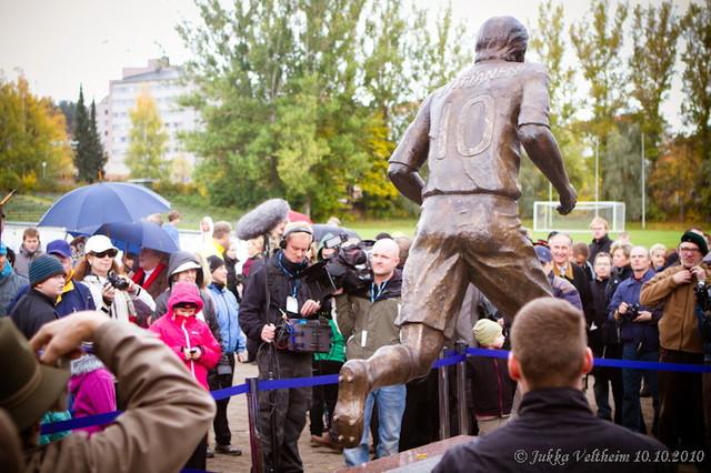 36_jari_litmanen_patsaanpaljastustilaisuus_10.10.2010-124