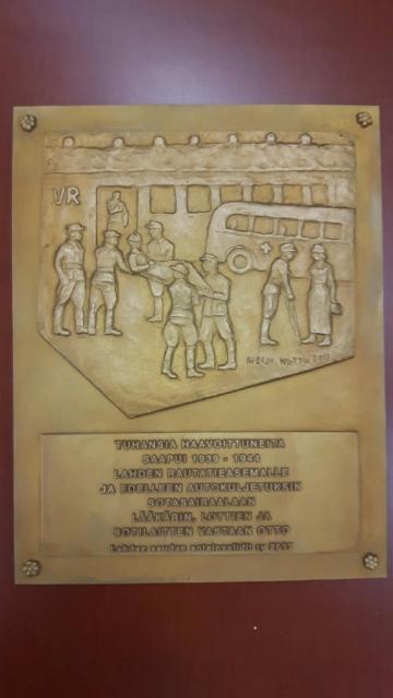 lahden_seudun_sotainvalidit_reliefi_lahden_rautatieasema