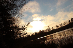 Auringonlasku Riihijärven rannalla