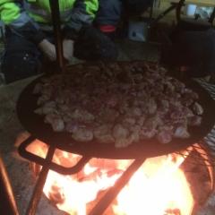 Lihan paisto keittoa varten. Luomuruokaa :)