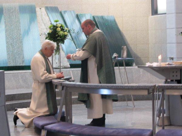 Samuli Suolanen jakaa Esalle leivän