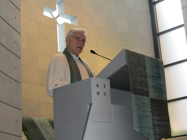 Esa saarnaa Sammonlahden kirkkossa