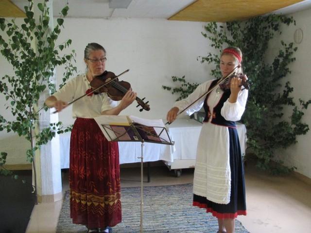 Kaarina ja Vilja hoitivat musiikin juhlissa