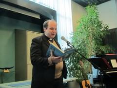 Samuli Suolanen lahjoitti Sammonlahden kirkkoa esittelevän kirjan