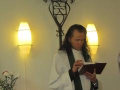Harri toimi liturgina