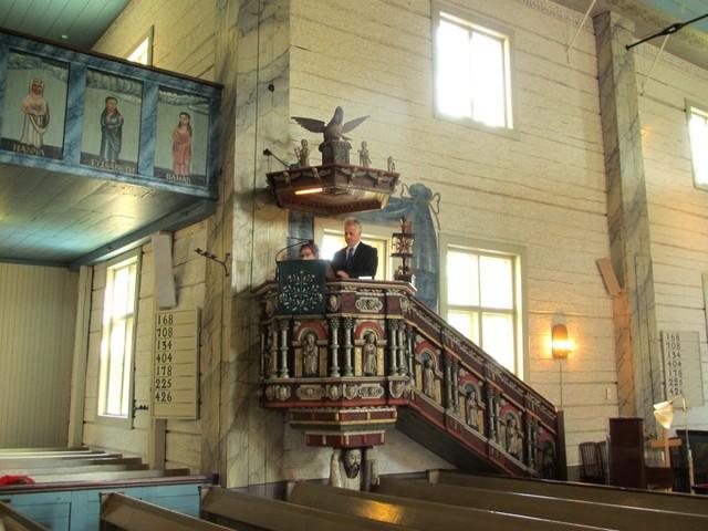 Ueli saarnaa Vesilahden kirkossa