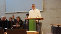 Puheeenjohtaja saarnaa Kajanissa