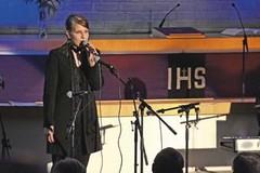 Rukousilloissa usein esiintyvä Elina Haavisto.