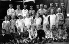 ensimmainen_valokuva_rusutjarven_oppilaista_1920