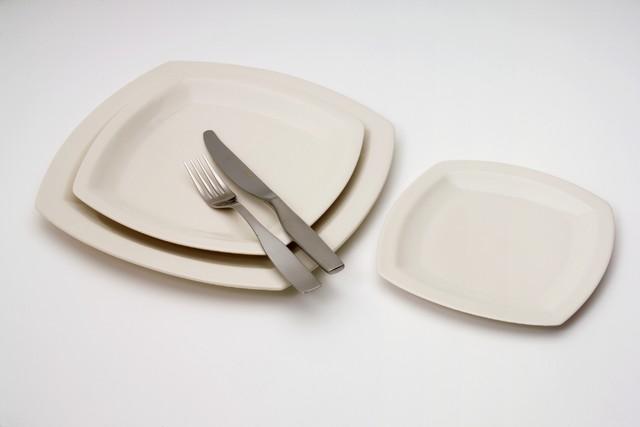 SQUARE | lautasia | kolme kokoa | Square | plate
