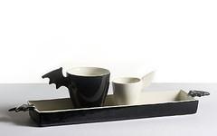 Lepakko & Enkeli | Bat & Angel tarjoittimella | on tray