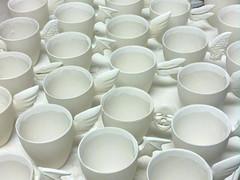 Studiolla valettuja mukeja. Slip-casted mugs.