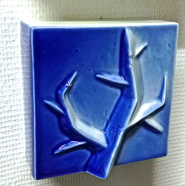 Sinivalkoinen puu | Blue and White Tree | reliefi | relief | posliini | 2013 |