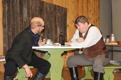 Jussi Beltsebuubi ja mestari Touhunen tekevät sopimusta Manassen koulunkäynnistä