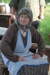 Mummo taivastelloo Rosinan pentuin kasvatusta tai sen puutetta