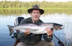 Esa Jääskö oli Pieskän luona kalassa 2013. Vaappuna viis senttinen Seniori nro 7.
