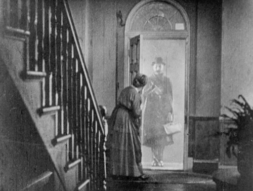 lodger-1926-ivor-novello-appearing-in-doorway-1024x772.jpg