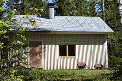 Simon rakentama mökki Valkjärvellä Ruokolahdella.
