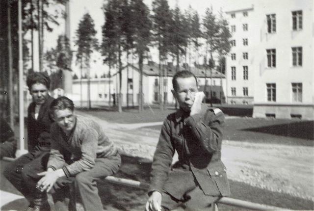 Hannu Vauhkosen lähettämä kuva Simo Häyhästä Kinkomaan sotasairaalassa.