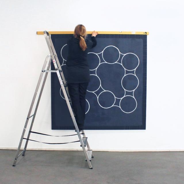 Sirpa Häkli, näyttelyä rakentamassa | Installing exhibition | Galleria G, 2019 (c)