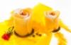 keltaiset_paasiais_ruusukynttilat