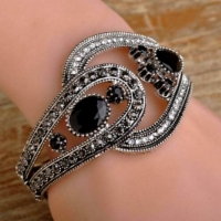 rannerengas_Black_Bangle_180212-0328.jpg&width=200&height=250