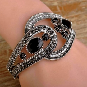 rannerengas_Black_Bangle_180212-0328.jpg&width=280&height=500