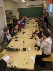 Nuoret sitomassa Kylätalo Kitisellä 2011
