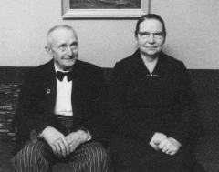 Yrjö ja Aino Lipsanen 1965. Yrjö Lipsanen s. 7.12.1886, k.10.1.1966, Aino s. 26.4. 1895, k.3.1.1976