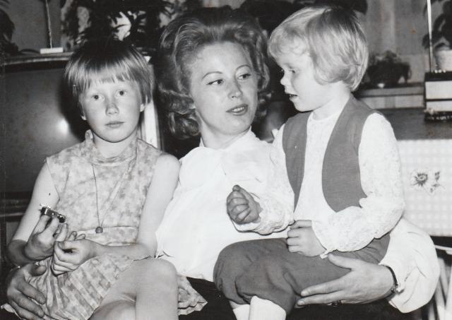 Airi Kantanen: tyttöjeni kanssa Jakomäen kodissani