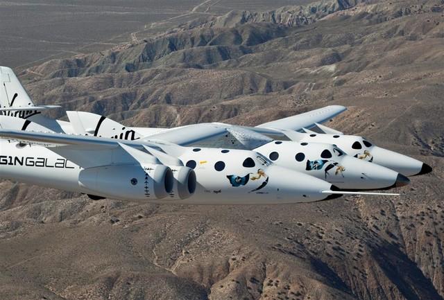 vss-enterprise-in-flight-over-mojave-ca-2 (large)