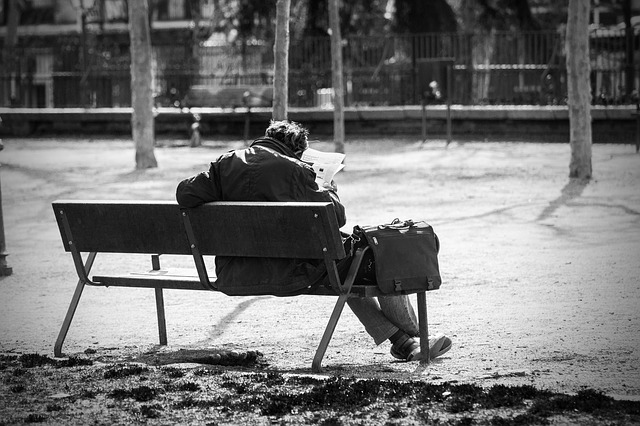 man-on-a-bench-2069539_640.jpg