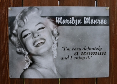 sd1723-marilyn-monroe-woman-quote-tin-sign-blond-bombshell-classic-hollywood-pin-up-2.jpeg&width=400&height=500