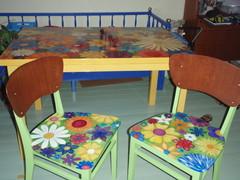 Kukkapöytä ja kukkatuolit