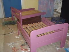 Mäntyinen jatkettava sänky on saanut uuden värin