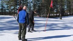 Hannu puttaamassa, Pekka ja Rauno seuraa