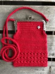 Punainen pikkulaukku