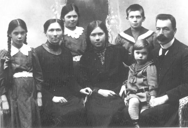 Karl Lindell ja Saima perheineen