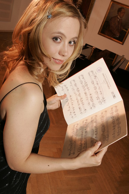Terhi Dostal (née Jääskeläinen) , pianist. 9