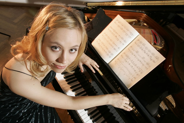 Terhi Dostal (née Jääskeläinen) , pianist. 6