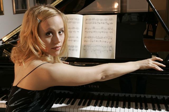 Terhi Dostal (née Jääskeläinen) , pianist. 11