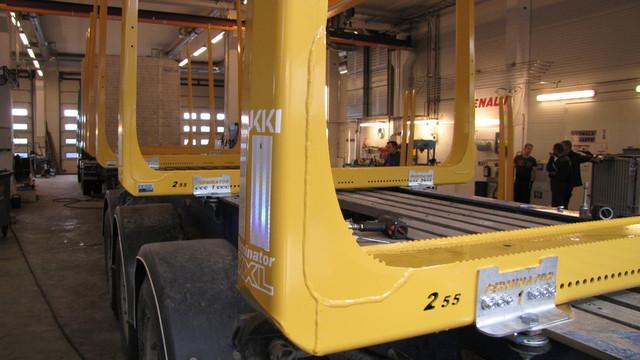 Terminator XXL 07 pankot 2.55 leveinä ja signaalin keltaisina.